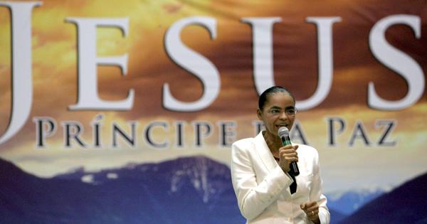 Marina participa de culto evangélico em templo da Assembleia de Deus no Ceará, durante a campanha presidencial de 2010. Foto: Jarbas Oliveira/Folhapress - 8.ago.2010