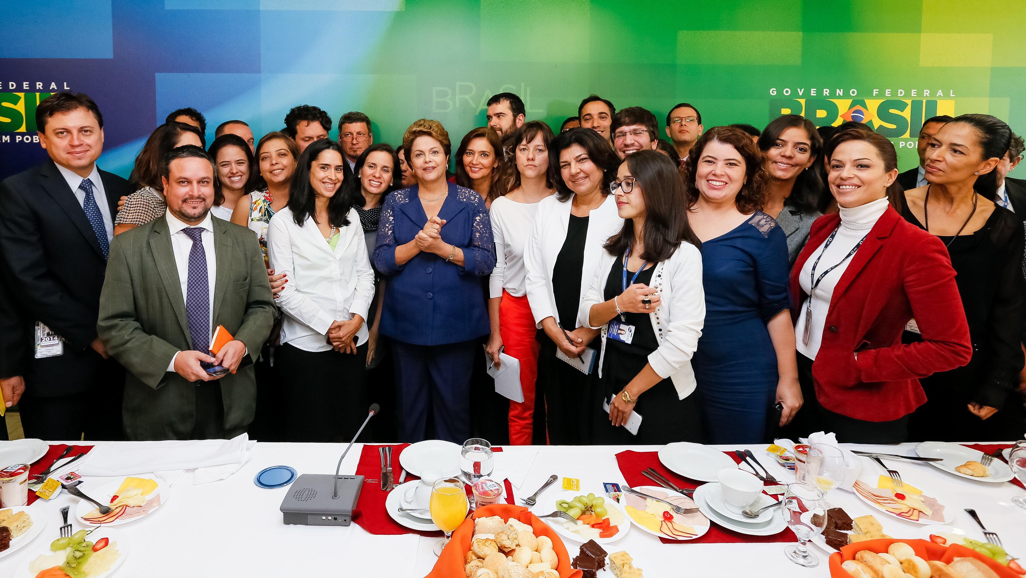 Foto-Dilma-Jornalistas-22dez2014