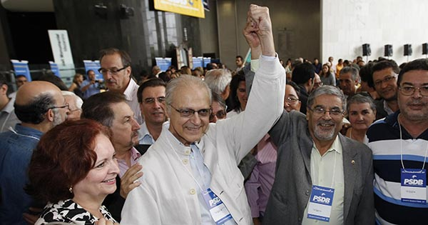 Mendes Thame (de casaco branco) afirma que impeachment depende de resultado da Lava Jato