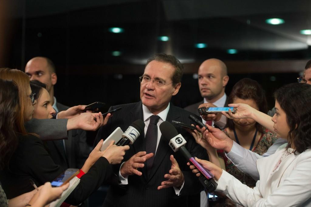 O presidente do Senado, Renan Calheiros, durante entrevista no Congresso Nacional (Marcelo Camargo/Agência Brasil)
