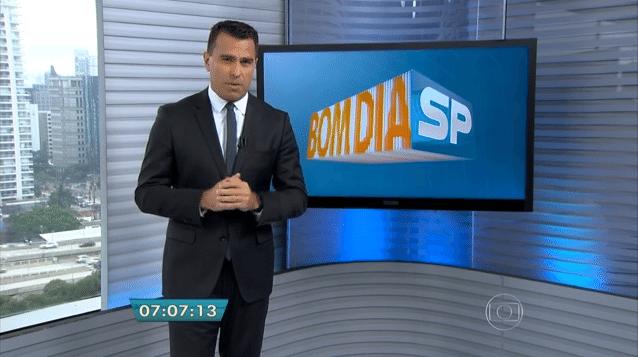 """Direção do """"Bom dia São Paulo"""", da TV GLOBO, optou por fechar cortinas para não mostrar boneco / Foto: TV Globo / Reprodução"""
