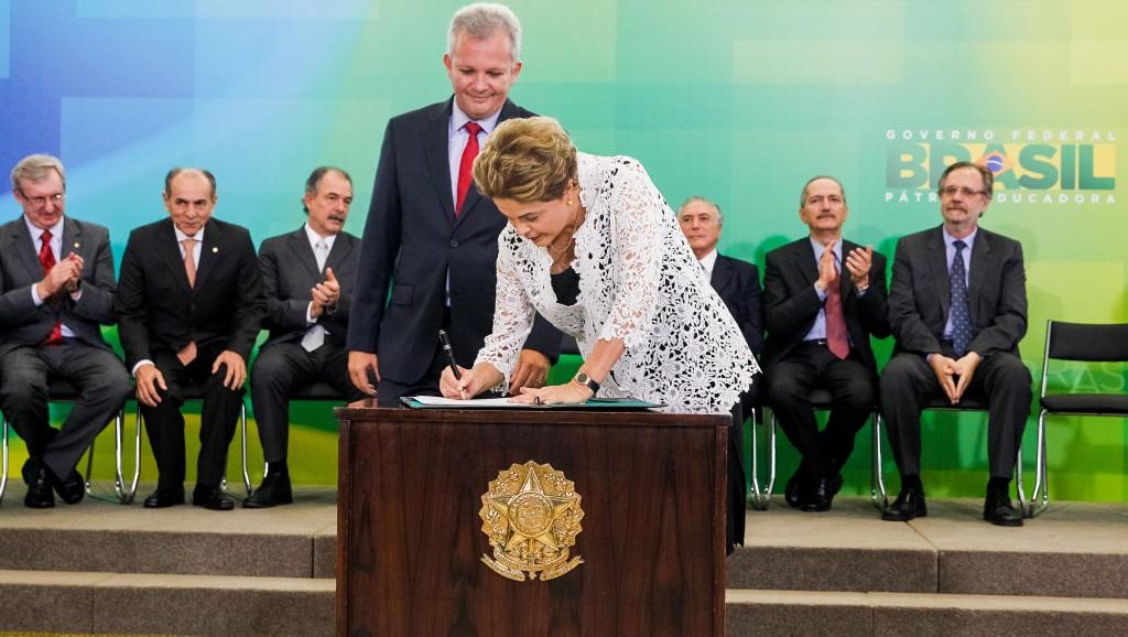 Dilma cede ao PDT e troca comando dos Correios