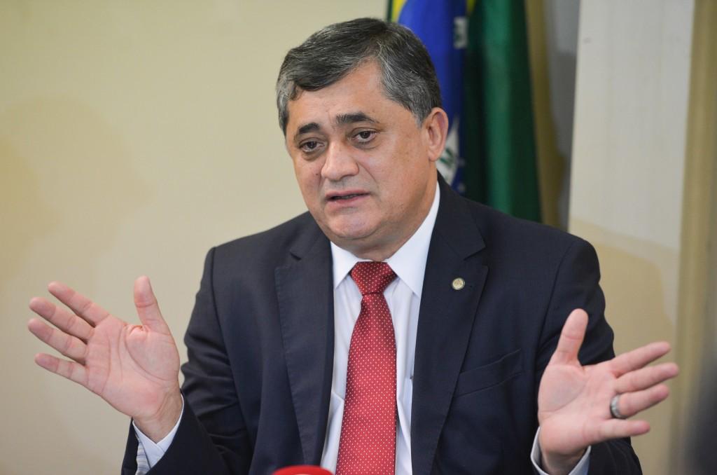 Brasília - O líder do governo na Câmara dos Deputados, José Guimarães, fala à imprensa no Congresso Nacional (José Cruz/Agência Brasil)