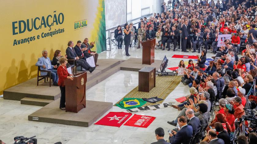dilma-stuckinha-10mai2016