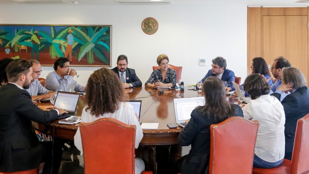 Brasília - DF, 20/04/2016. Presidenta Dilma Rousseff durante entrevista para blogueiros no Palácio do Planalto. Foto: Roberto Stuckert Filho/PR