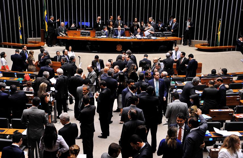 plenario-LuisMacedo-AgCamara-9Ago2016