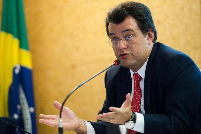 Brasília - O ministro de Minas e Energia, Eduardo Braga, fala sobre o arremate das concessões das 29 usinas hidrelétricas ofertadas em leilão da Aneel, com arrecadação de R$ 17 bilhões (Marcelo Camargo/Agência Brasil)