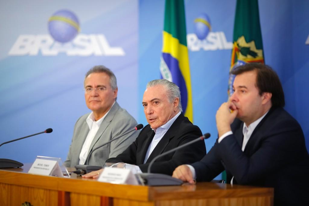 Renan Calheiros, Michel Temer e Rodrigo Maia em entrevista no Planalto