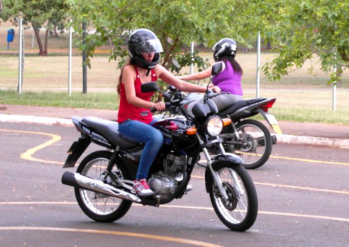 A mulher do moto taxi 5