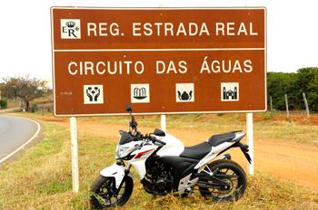 Suzane Carvalho testa a Honda CB 500F