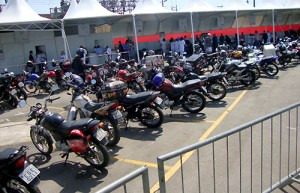suzane_noticia_moto_check-up_df_2012_04