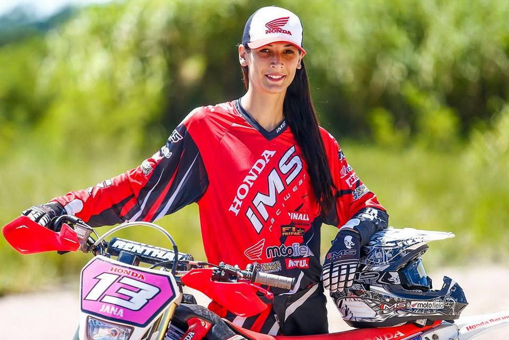 suzane_noticia_apresentacao_equipe-honda-racing_2016_08_resize