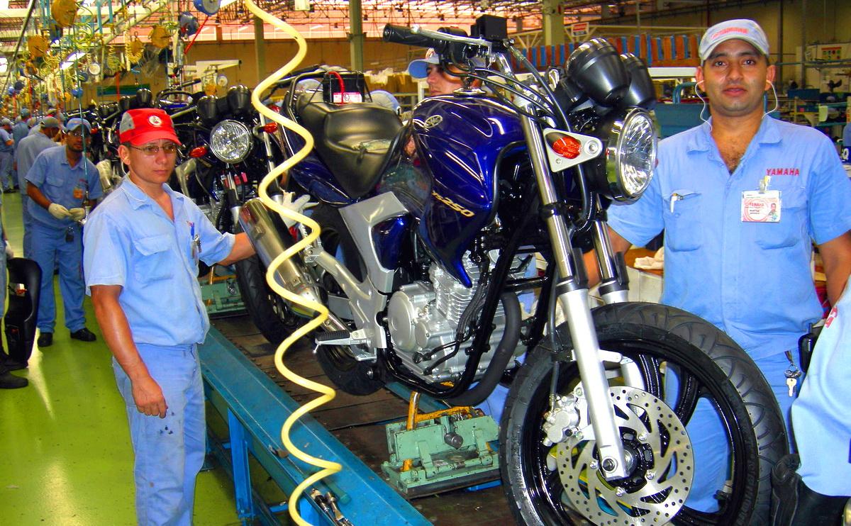 suzane_noticia_abraciclo_producao-motos-2016_linha-de-producao-yamaha_02