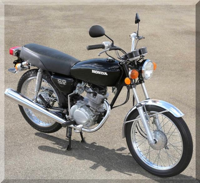 1981 - Primeira moto do mundo movida a etanol. Passou a vir com o câmbio de 5 marchas.