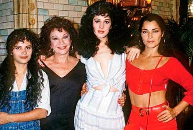 Tancinha (Claudia Raia) com sua mãe (Lolita Rodrigues) e irmãs *Denise Milfont e Angelina Muniz em