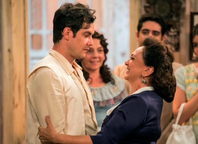 Candinho (Sérgio Guizé) e Anastácia (Eliane Giardini) se encontram (Foto: Divulgação/TV Globo)