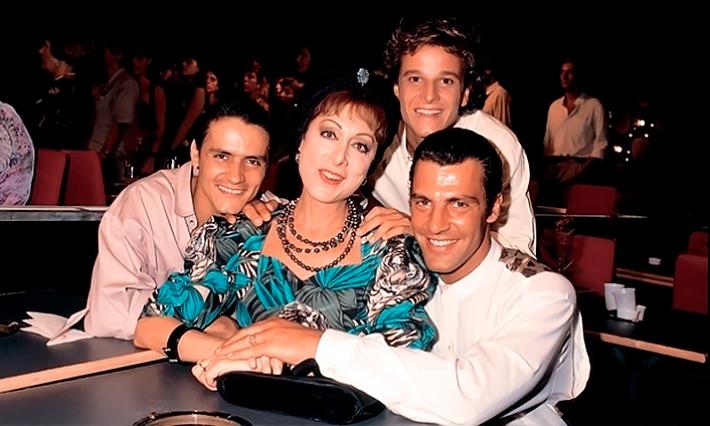 """Aracy Balabanian com Jandir Ferrari, Marcello Novaes e Gerson Brenner em """"Rainha da Sucata"""" (Foto: divulgação/TV Globo)"""