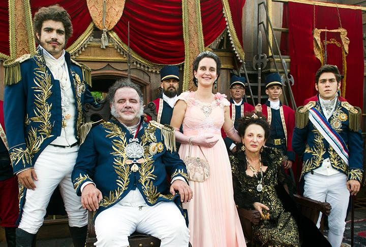 Resultado de imagem para novo mundo novela família real