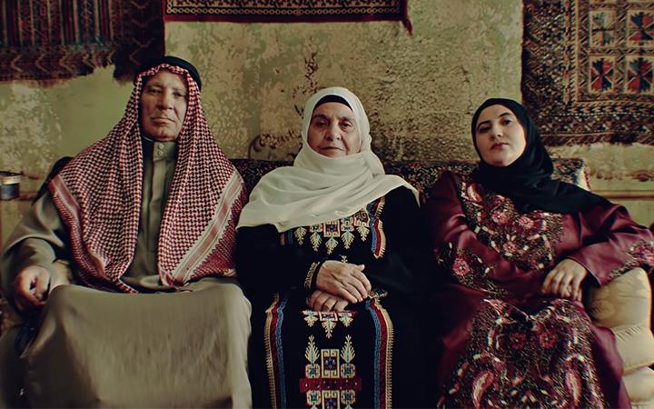 """Refugiados reais: diretor explica a bela abertura de """"Órfãos da Terra"""" -  Blog do Nilson Xavier - UOL"""