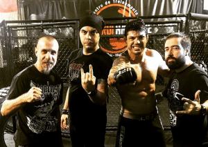 Luis Mariutti (e), Vinícius Neves, Viscardi e Theo Vieira posam na academia