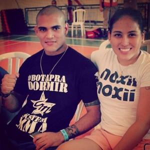 Namorados, Kinberly e Jacson estão juntos há um ano e dividem a rotina nos treinos de MMA. Ele tem uma vitória e uma derrota (Foto: Arquivo Pessoal)