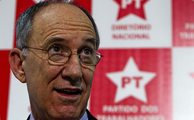 PT admite erros políticos e prega 'renascimento'