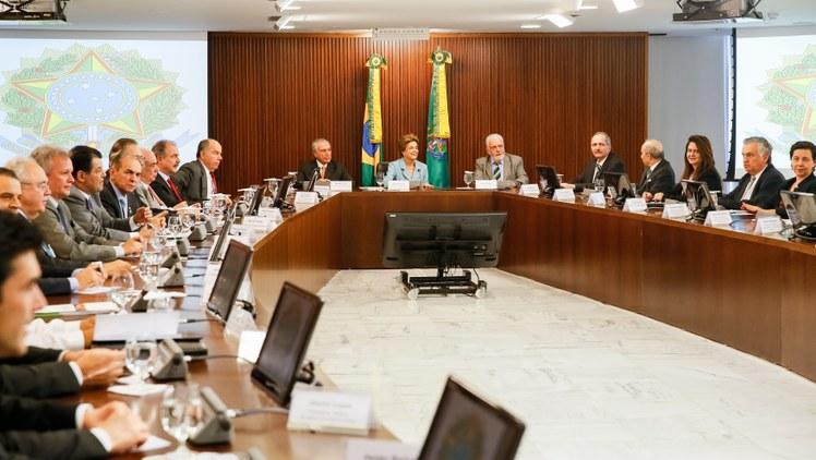 Sem Levy, reunião ministerial trata de impeachment e ignora o ajuste fiscal