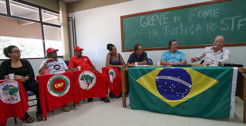 Bem alimentado, Lula terceirizou greve de fome para militantes
