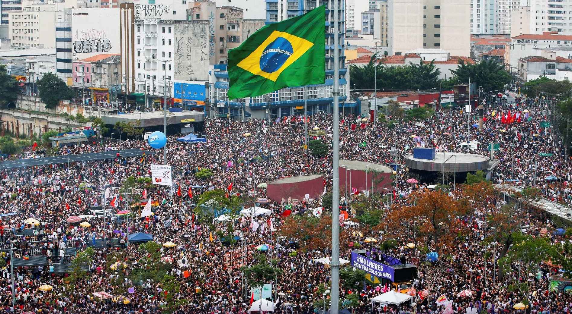 A uma semana da eleição, a crise voltou às ruas e qualquer resultado que aconteça o Brasil vai sair ainda mais dividido