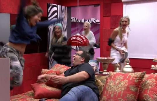 O ator Leandro Hassum recepcionou Bella, Vanessa, Clara, Letícia e Tatiele para a sessão