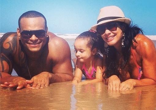 Scheila divide o momento família com Tony e Giulia com os fãs (Foto: Reprodução/Instagram)