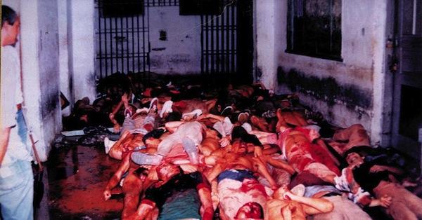 Corpos de presos do Massacre do Carandiru (Foto Niels Andreas/Folhapress)