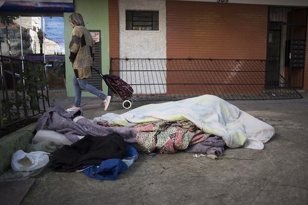 Grade que chegou a ser instalada em Porto Alegre para evitar população em situação de rua (Bernardo Jardim Ribeiro/Sul21)
