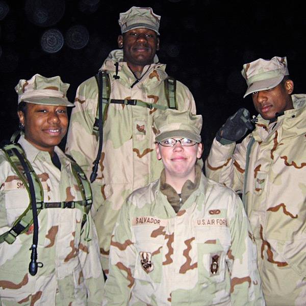 Bernard James, em serviço do Exército dos EUA