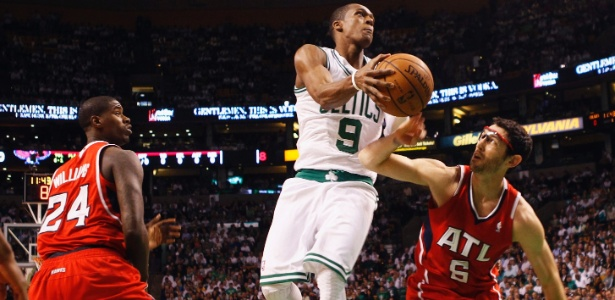 Rajon Rondo carrega o Boston Celtics