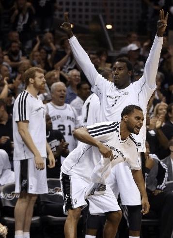 Reservas do Spurs também comemoram