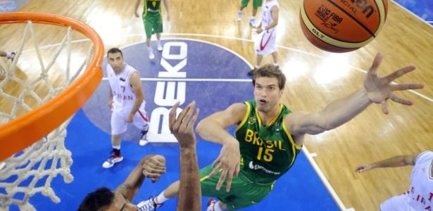 Em 2010, o Brasil (com Splitter, diga-se) superou o Irã. Reencontro 4 anos depois