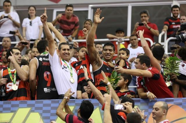 Shilton comemora ao lado de Neto: parceria desde Joinville