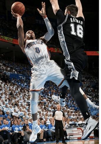 Reserva Baynes que se vire com um Westbrook ligado no turbo: 40 pontos, mas em preocupantes 45 minutos; Durant jogou 41 e Ibaka, 35