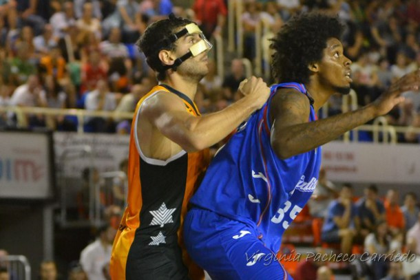 Luca Bebê em ação em temporada irregular na ACB