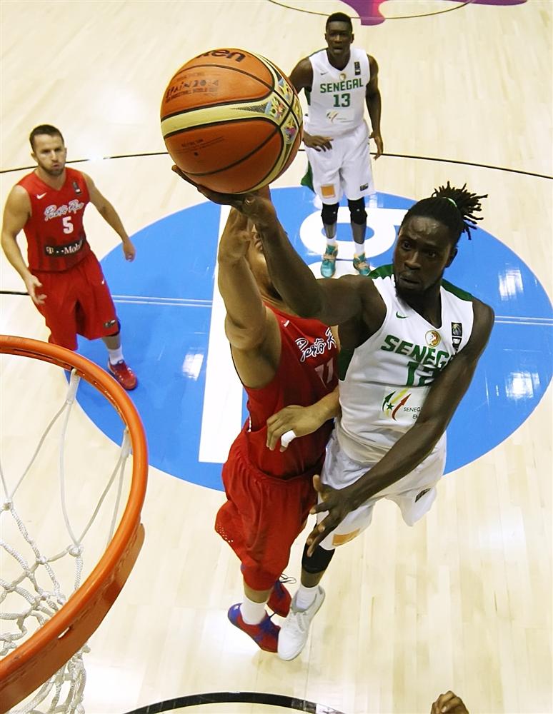Maurice Ndour sobe para a bandeja: 8 pontos