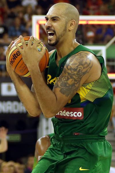 A vibração de Marquinhos nesta foto de Gaspar Nóbrega diz muito sobre a intensidade brasileira. Incomum, não?