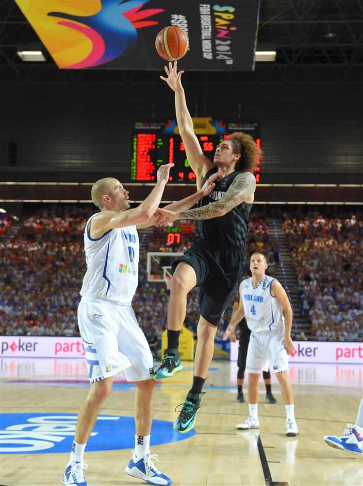 Os Tall Blacks, com Isaac Fotu, eliminam a Finlândia e sua empolgada torcida na #Espanha2014