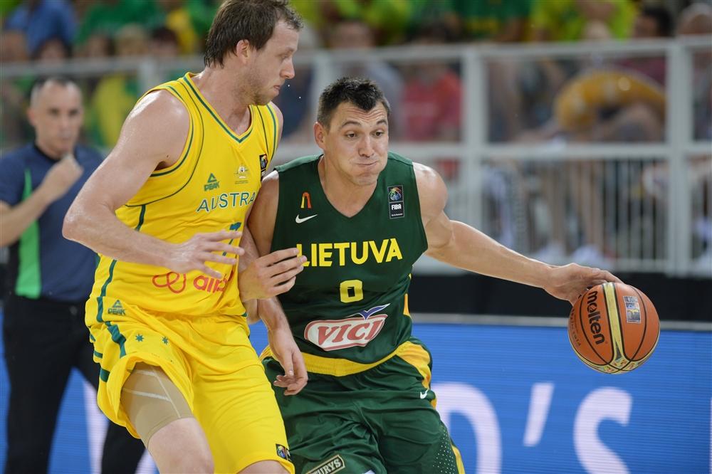 Em alta na central de especulações da NBA, Ingles marca Jonas Maciulis
