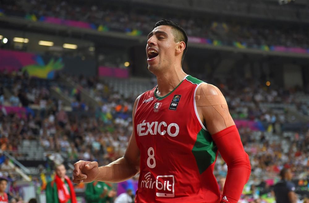 Ayón, orgulho mexicano, desempregado na elite do basquete