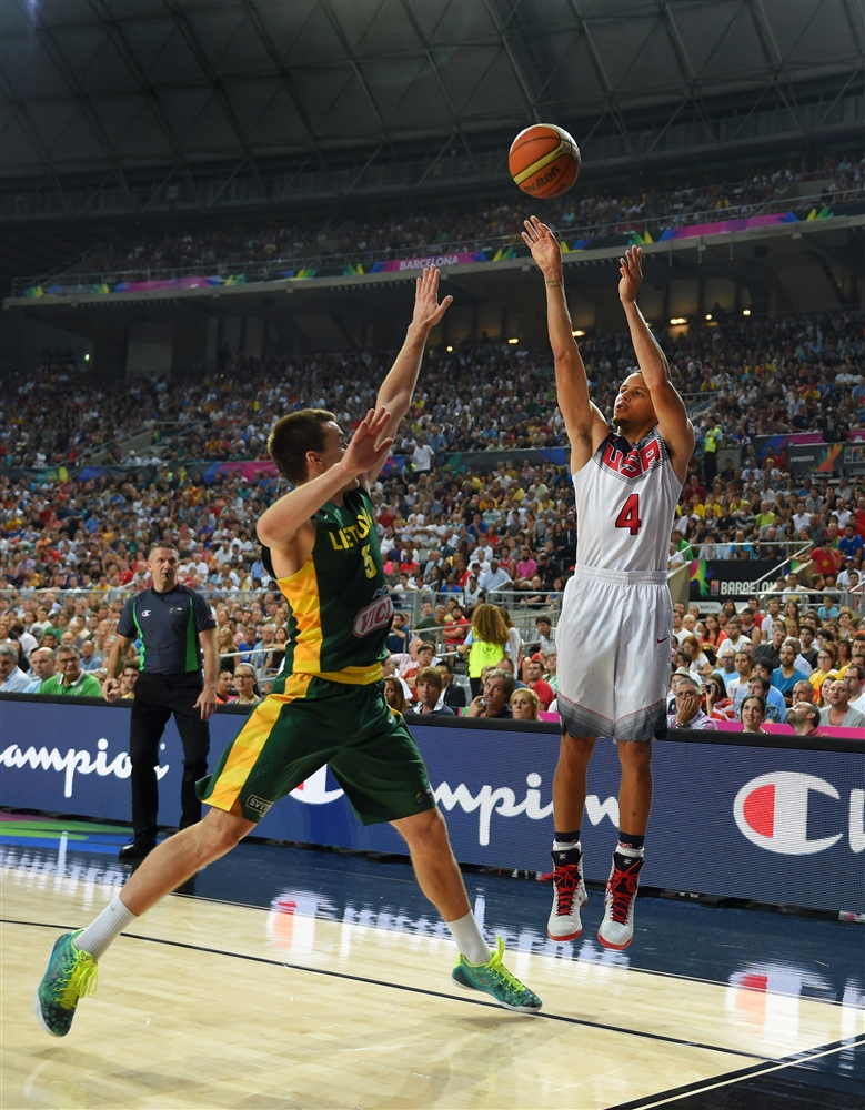 Curry: 13 pontos em 13 minutos, com quatro faltas, e foi tudo bem até aqui