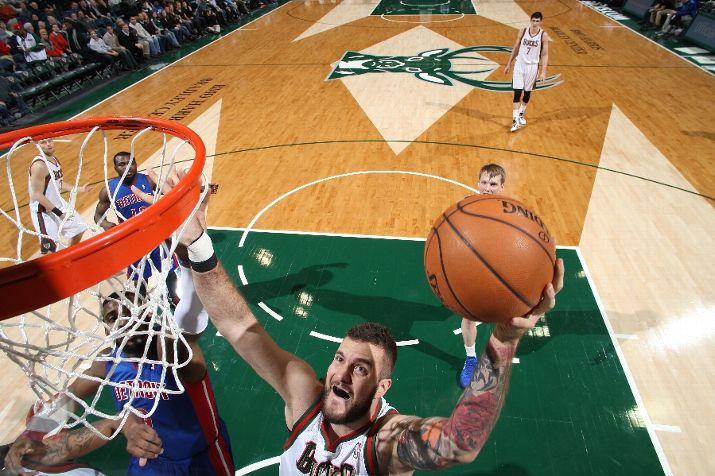 De braço direito limpo, Raduljica se deu bem numa noite de janeiro contra o Pistons