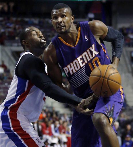 Leandrinho não teve contrato renovado pelo Suns, mas segue na NBA, dando um jeito