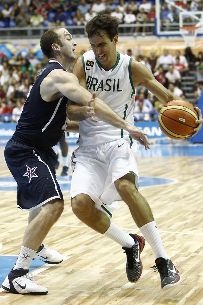 Com Marcelinho, Giovannoni, Benite, Murilo e jovens atletas, o Brasil caiu na 1ª fase do Pan de 2011, perdendo inclusive para uma seleção norte-americana composta por veteranos da D-League