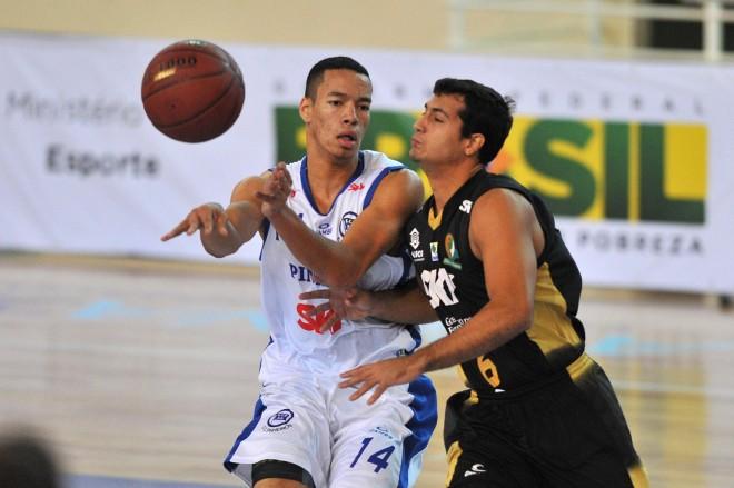 Ricardo Barbosa, jogando pelo Pinheiros na LDB